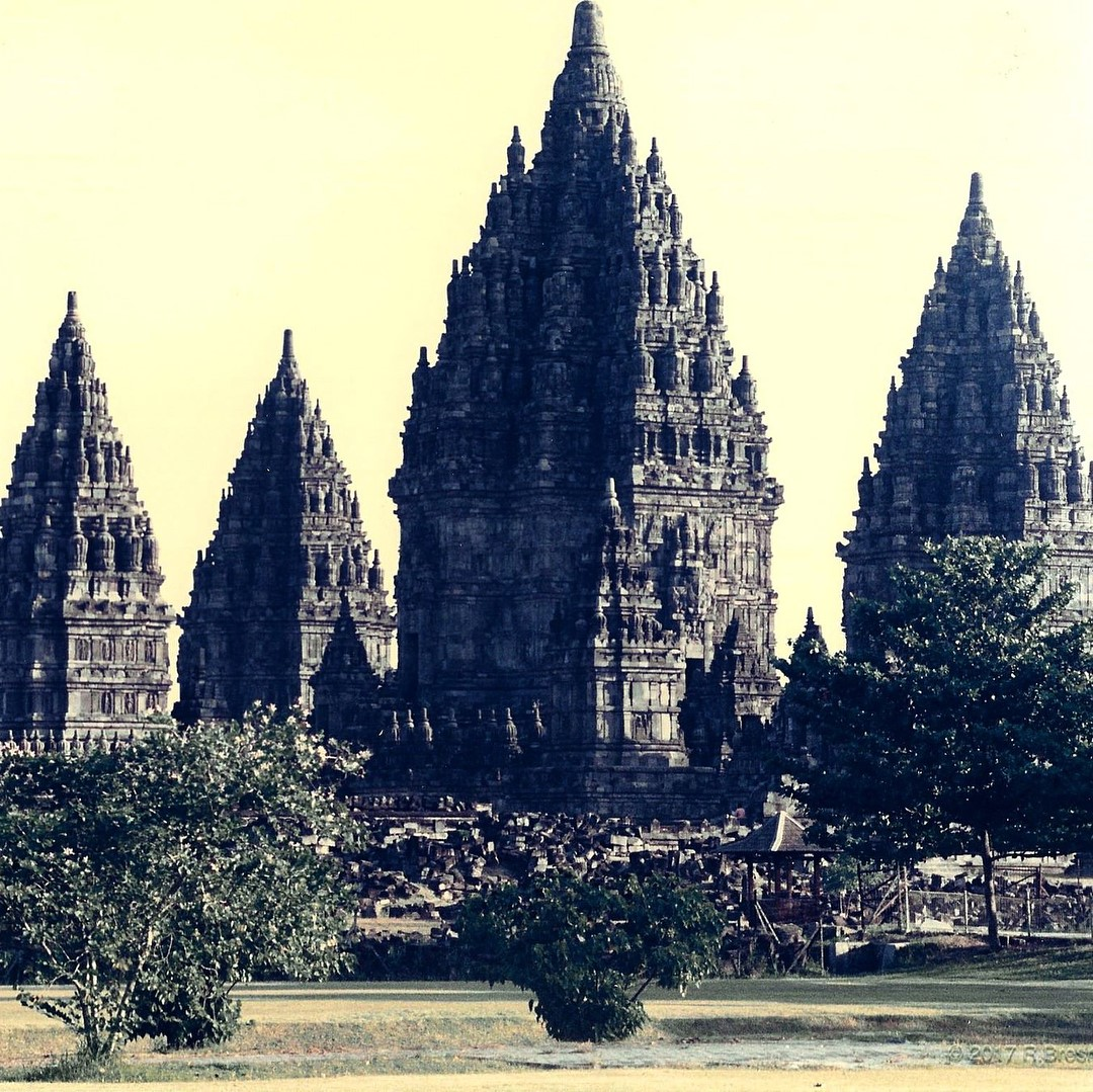 Bresnik photo of Indonesian temples